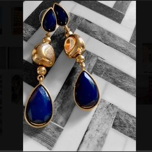 Stunning gold tone earrings